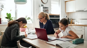 How to Navigate Your Kids' Online School As a Business Owner