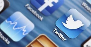Ruling the Twitterverse: 4 Tweeting Tips That Will Get You Noticed