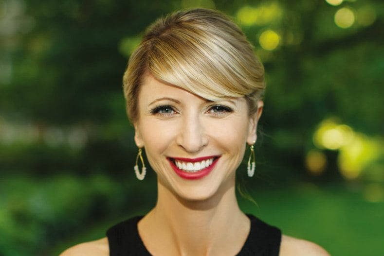 amy-cuddy-headshot-martinuzzi-embed