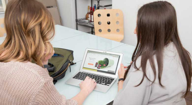 How E-Commerce Sites and Storefronts Alike Can Help Engage Customers Online